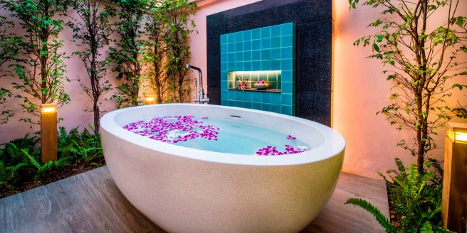 Banyan Tree Phuket Pool Villa Bath