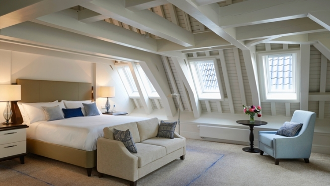 King Loft: Located on the highest floor of the hotel and featuring a traditional wooden ceiling and elegant décor, this loft room offers guests a unique and refined accommodation for their stay in Amsterdam. The room features 44 sq m/473 sq ft, high-floor, bath TV, 42-inch TV, complimentary WiFi, entertainment center